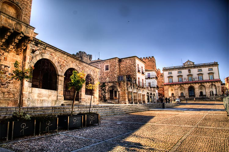 2-food-and-culture-in-extremadura-plaza-caceres